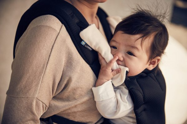 Benefits of babywearing for the baby - baby carrier