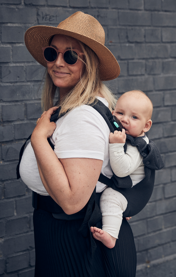 Woman with baby in a Najell easy in the back position